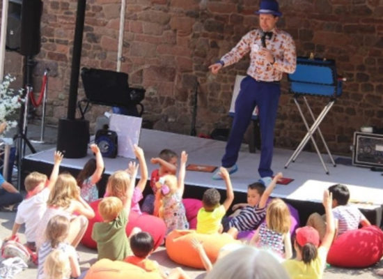 Magical Ritchie Childrens Entertainer With Children At An Outdoor Party
